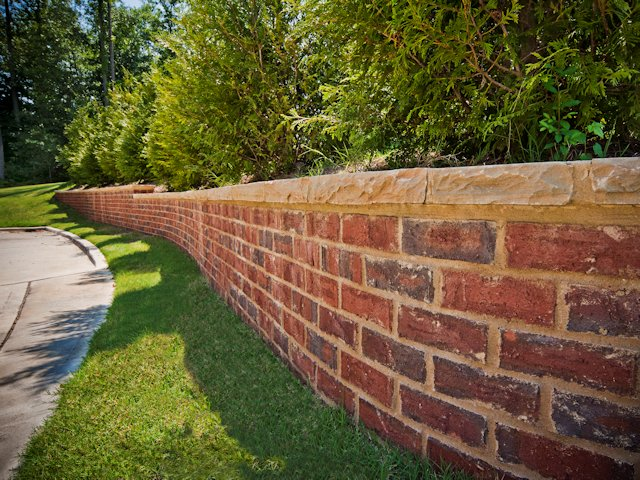 brick_seat_wall_with_stone_cap_2