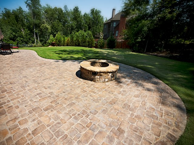 outdoor_patio_with_firepit_1