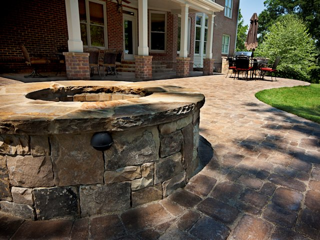 outdoor_patio_with_firepit_2