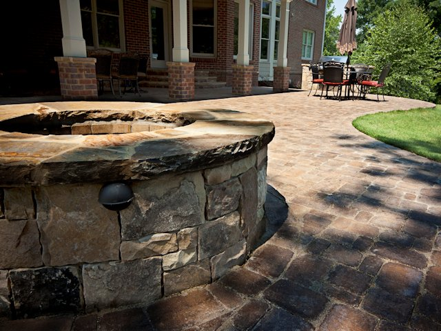 outdoor_patio_with_firepit_3