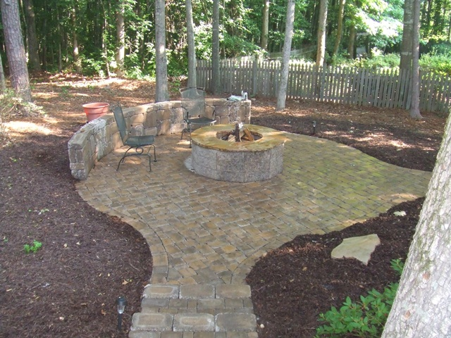 paver_patio_with_seat_wall__firepit_2