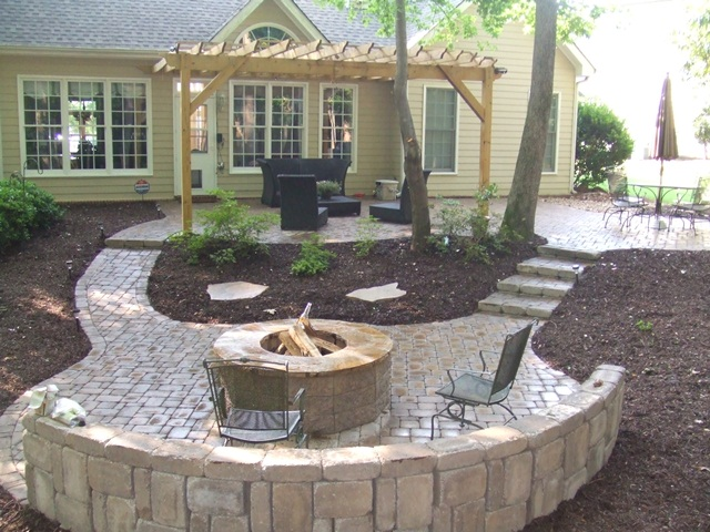 paver_patio_with_seat_wall__firepit_3