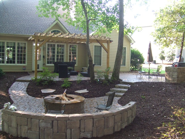 paver_patio_with_seat_wall__firepit_4