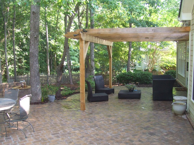upper_patio_with_outdoor_dining_area__grill_island_2